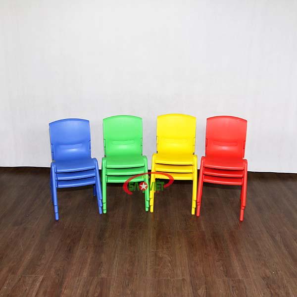 ghế mầm non nhựa đúc có màu sắc thu hút